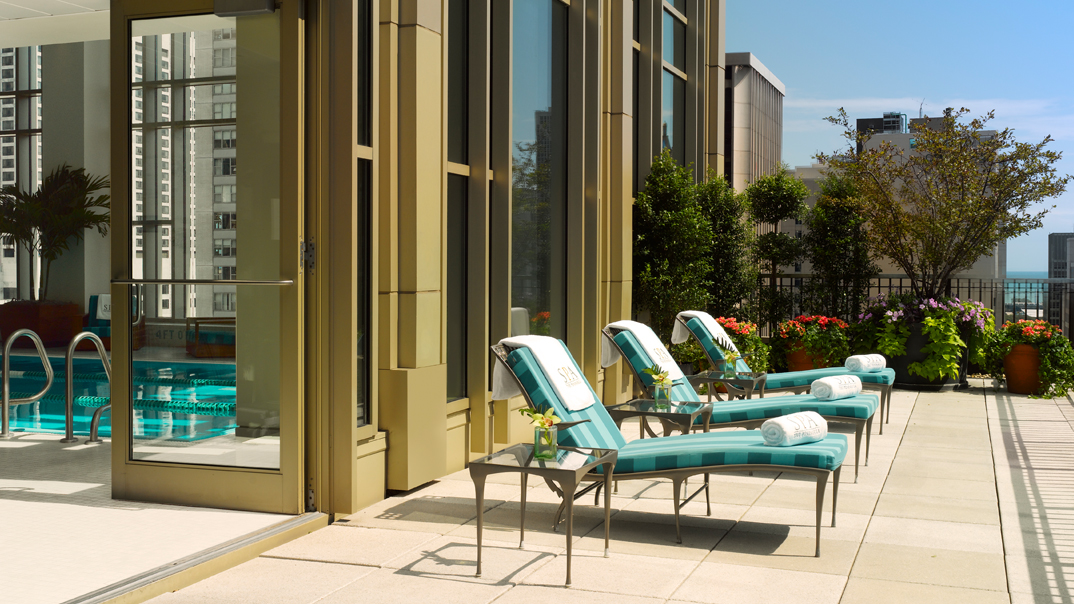 The peninsula spa pool sundeck in Chicago